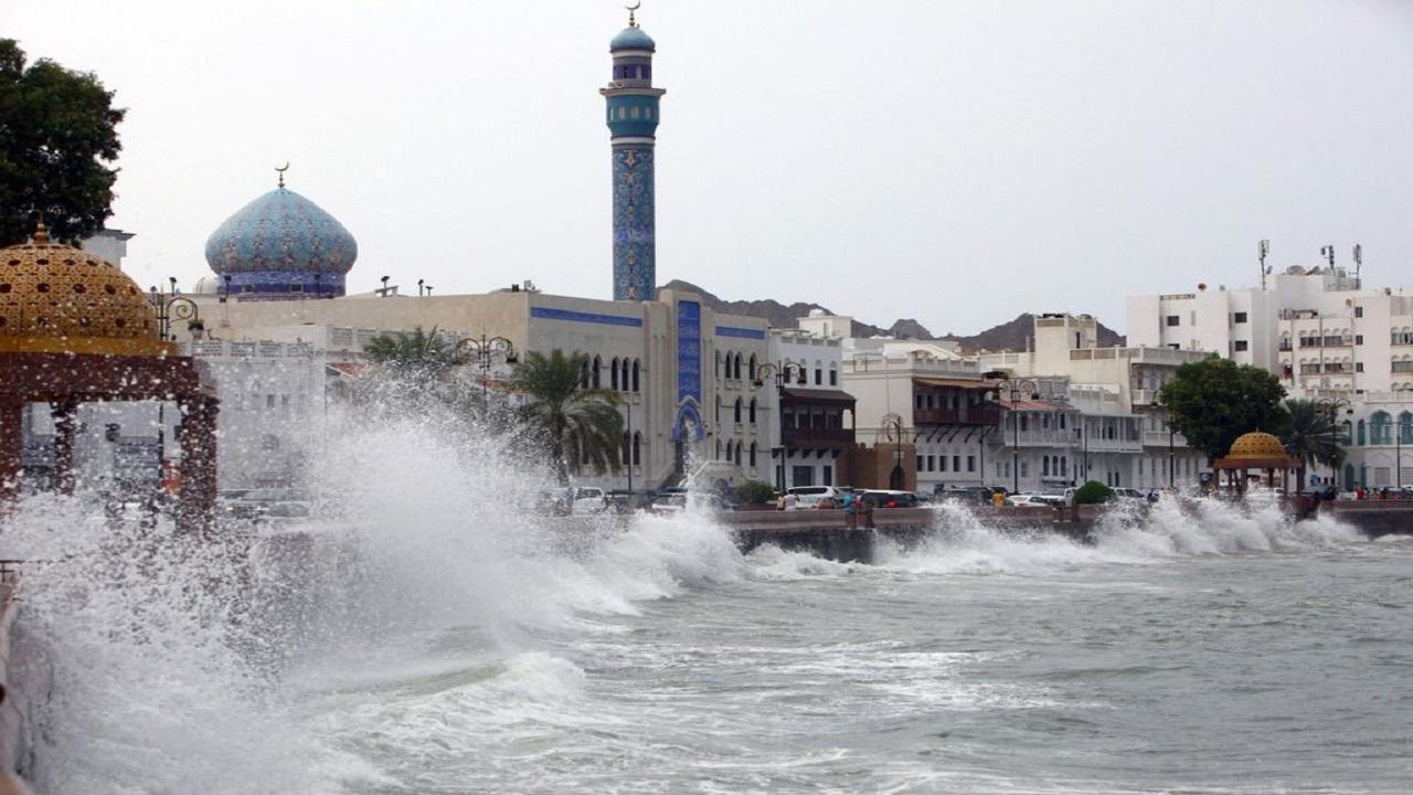 إعصار شاهين.. عُمان تصدر التحذير رقم 3