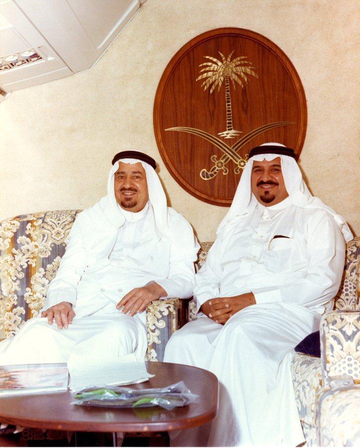لقطة من الماضي الجميل الملك خالد والأمير سلطان