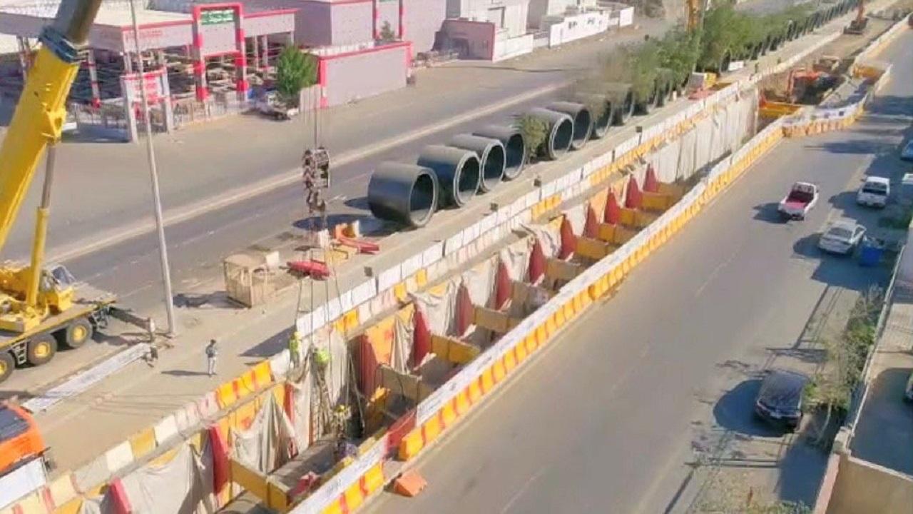 بالصور.. أمانة جدة تنجز 70% من مشروع تصريف الأمطار لحي المنار