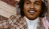 أول من لبس تقليعة 4 زراير.. محمد عبده في السبعينات الميلادية