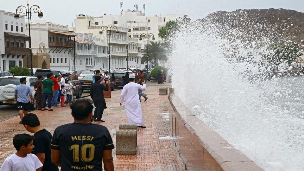 إعصار شاهين يضرب إيران ويسفر عن إصابات