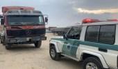 شاهد.. قائد شاحنة كاد يتسبب بكارثة على طريق تنومة بعسير