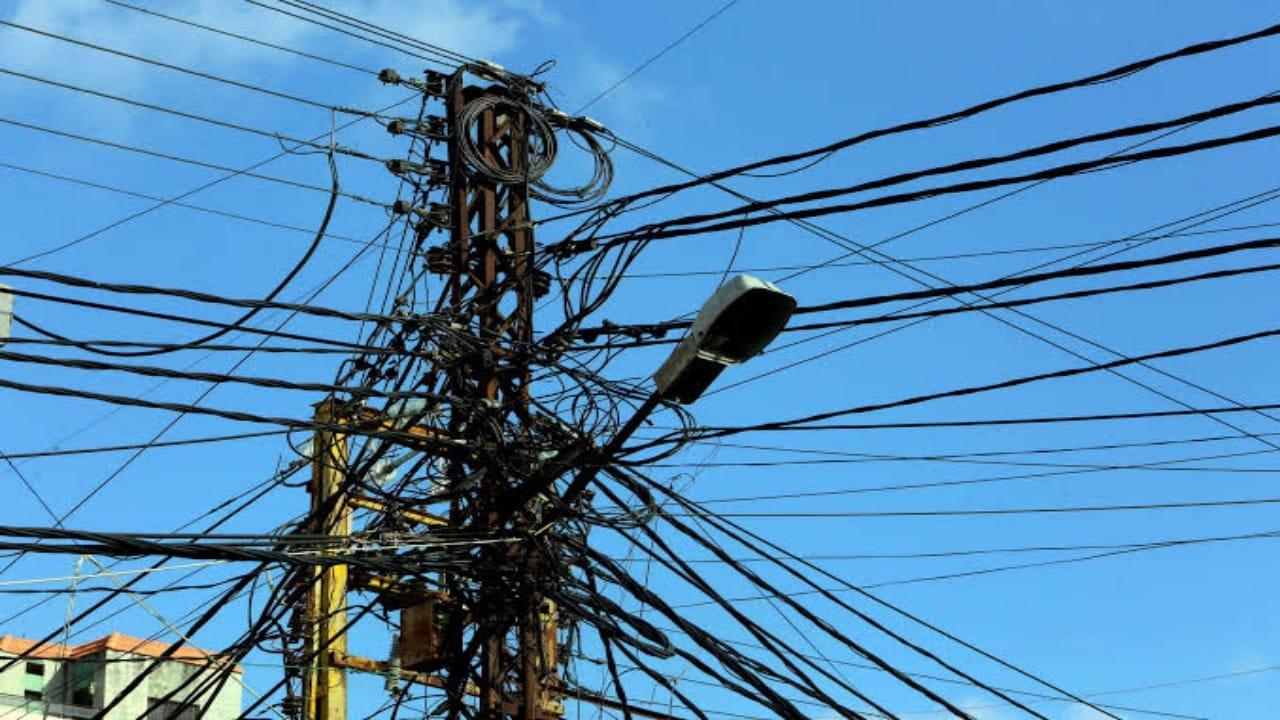 الكهرباء تعود مجددا إلى لبنان
