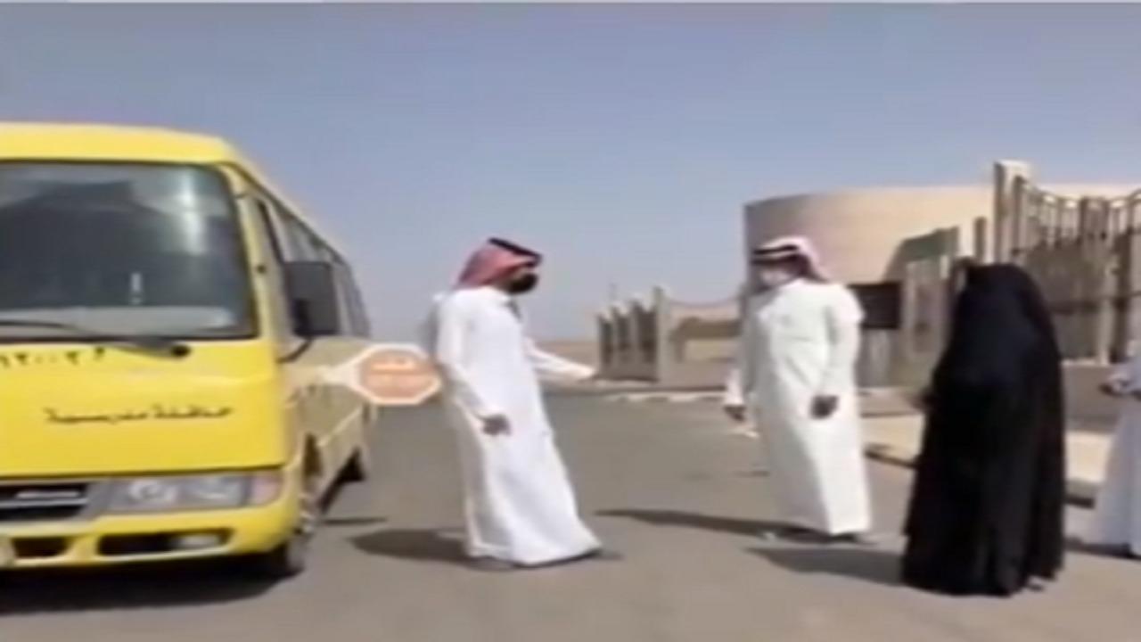 شاهد.. بدرية الرشيدي تروي تجربتها كأول سائقة حافلة مدرسية بحائل
