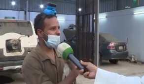 """مواطن يكشف عن طبيعة عمله في صيانة السيارات """"فيديو"""""""