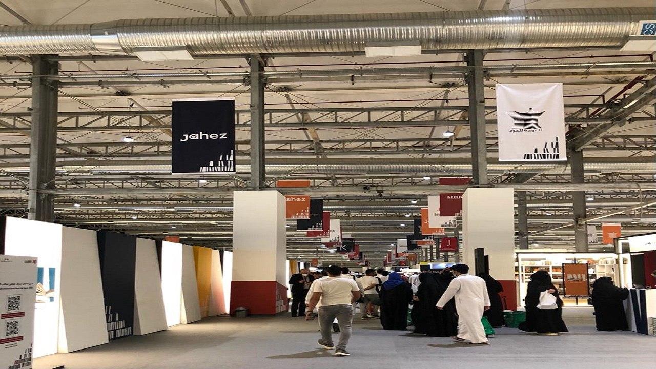 بالصور .. إقبال كبير على معرض الرياض الدولي للكتاب