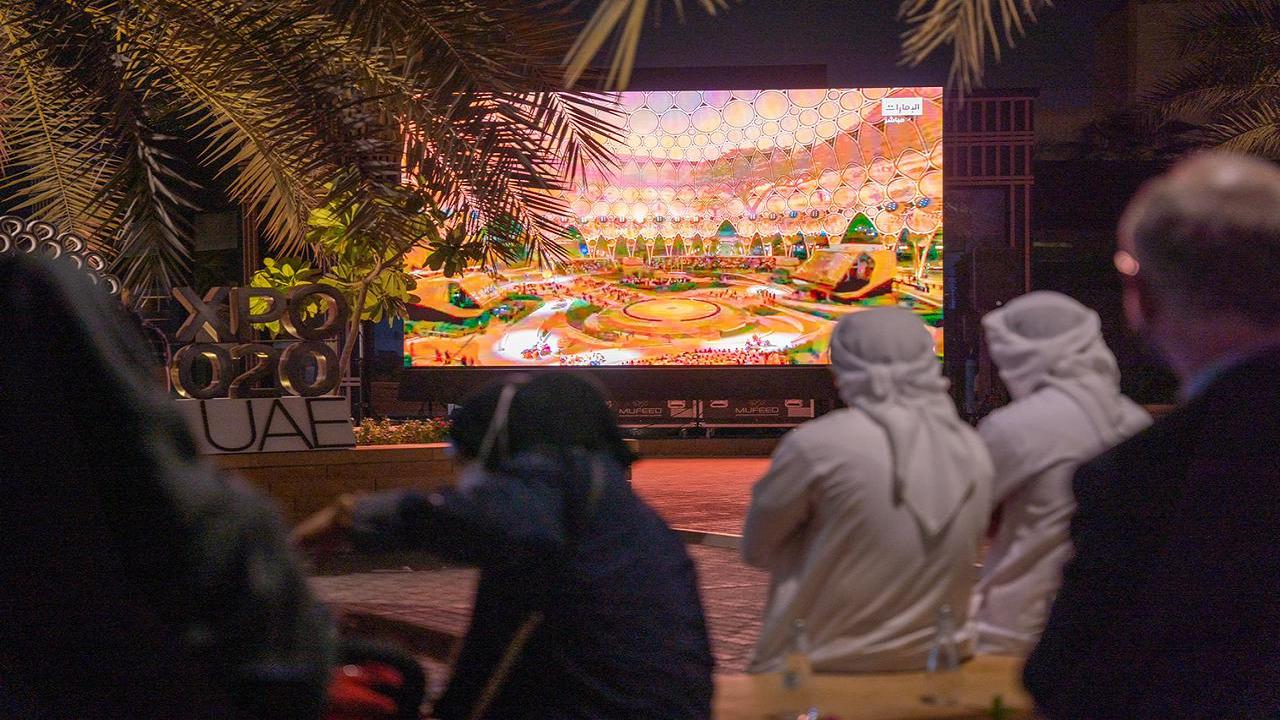 """بالصور.. شاشات عرض وتقنيات حديثة تنقل احتفال """"إكسبو 2020 """" إلى الرياض"""