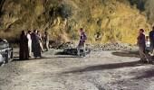 بالصور.. انقلاب مروع لسيارة في منحدر جبلي بالمندق