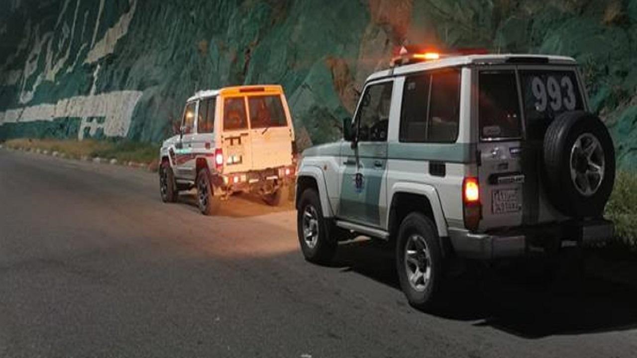 ضبط قائدي مركبات مارسوا التفحيط وارتكبوا مخالفات في أحد شوارع جازان