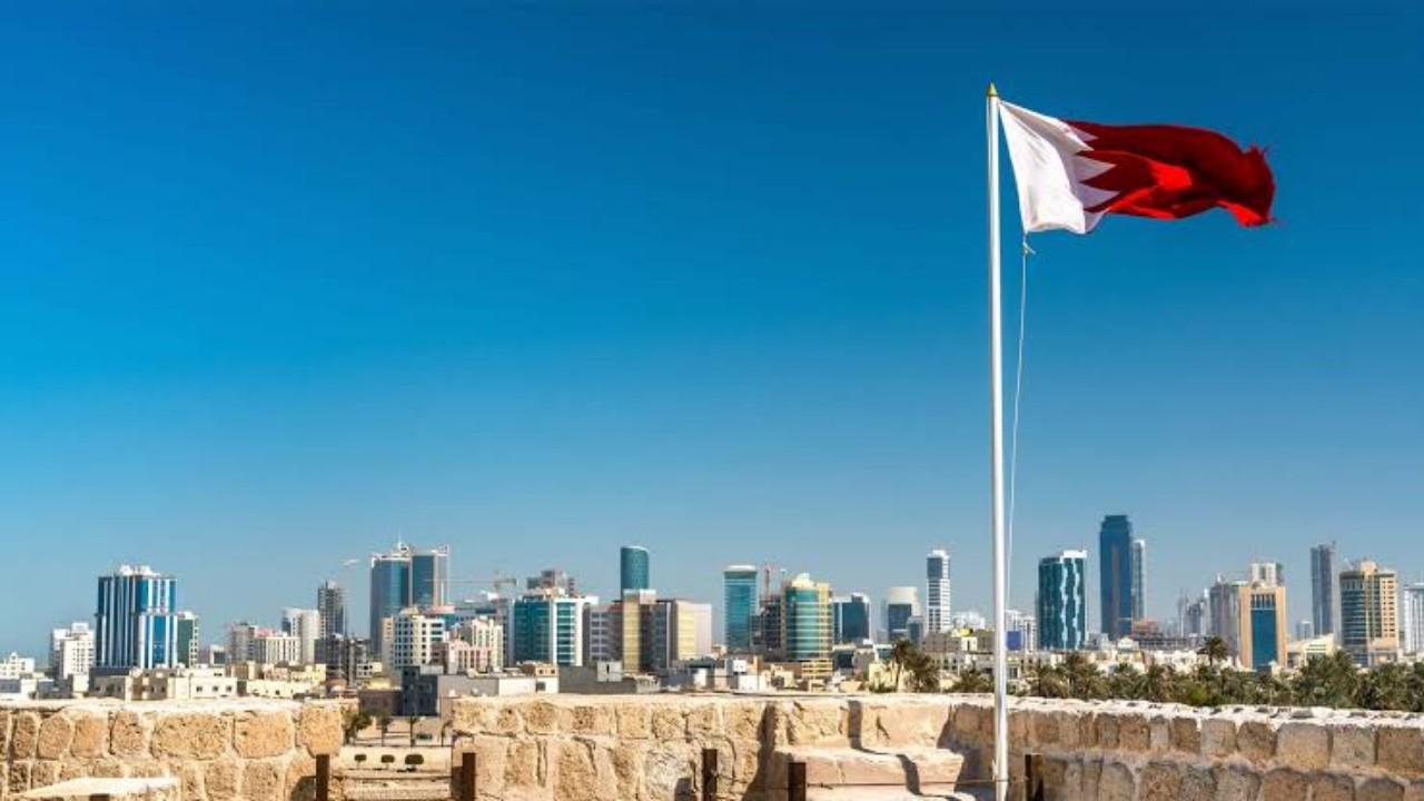 السماح لمن هم أقل من 18 سنة بالمغادرة للبحرين