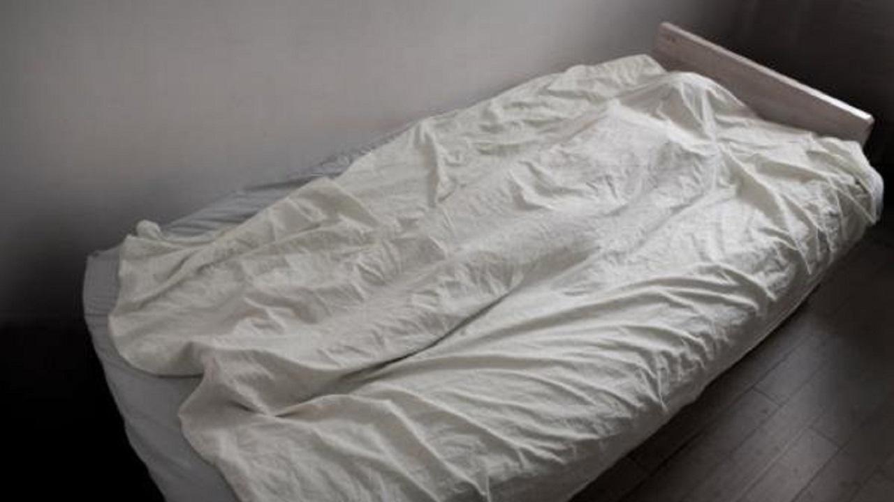 """طفلتان تعيشان مع جثة أمهما: """"والدتنا نائمة"""""""