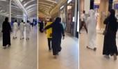 بالفيديو.. فتاة تتحرش بعدد من الشبان داخل مول تجاري وتقلد حركاتهم خلال سيرهم