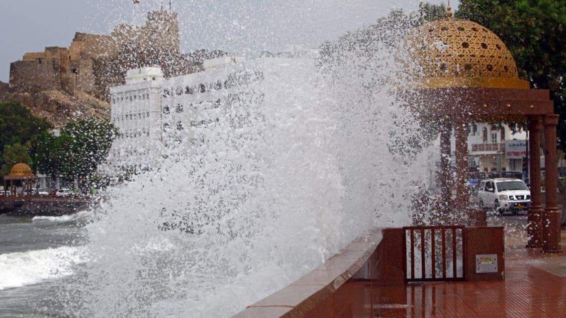 سفارة المملكة في عمان تطمئن على سلامة المواطنين جراء إعصار شاهين