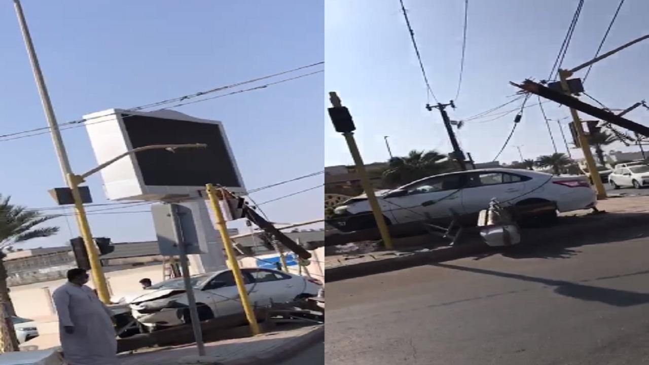شاهد.. حادث لسيارة تقودها امرأة في القنفذة