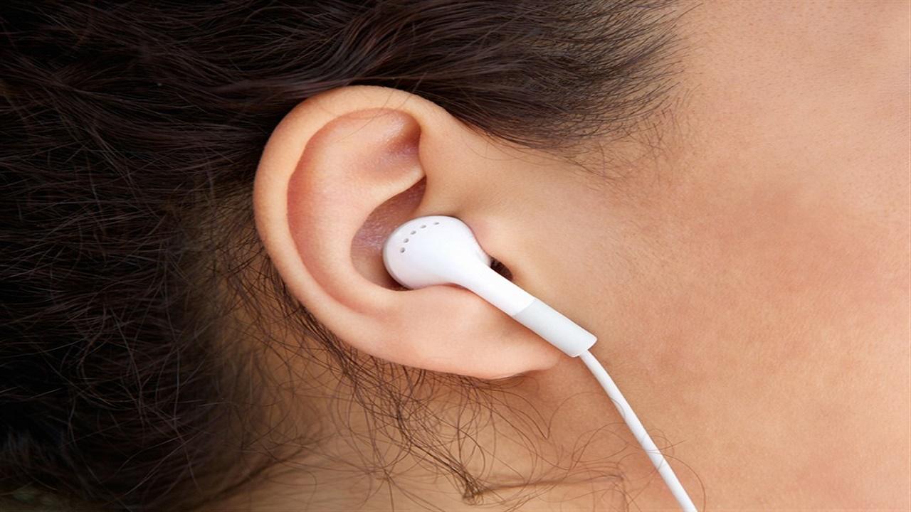 خطورة استخدام سماعات الرأس لمدة طويلة