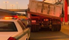 المرور يضبط قائد شاحنة عرض حياة المارة للخطر
