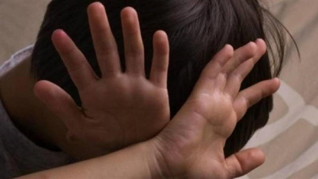 القبض على شاب تحرش بطفل أمام منزله