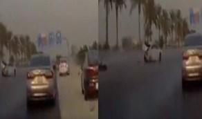 بالفيديو.. حادث مروع على أحد الطرق السريعة في الدمام