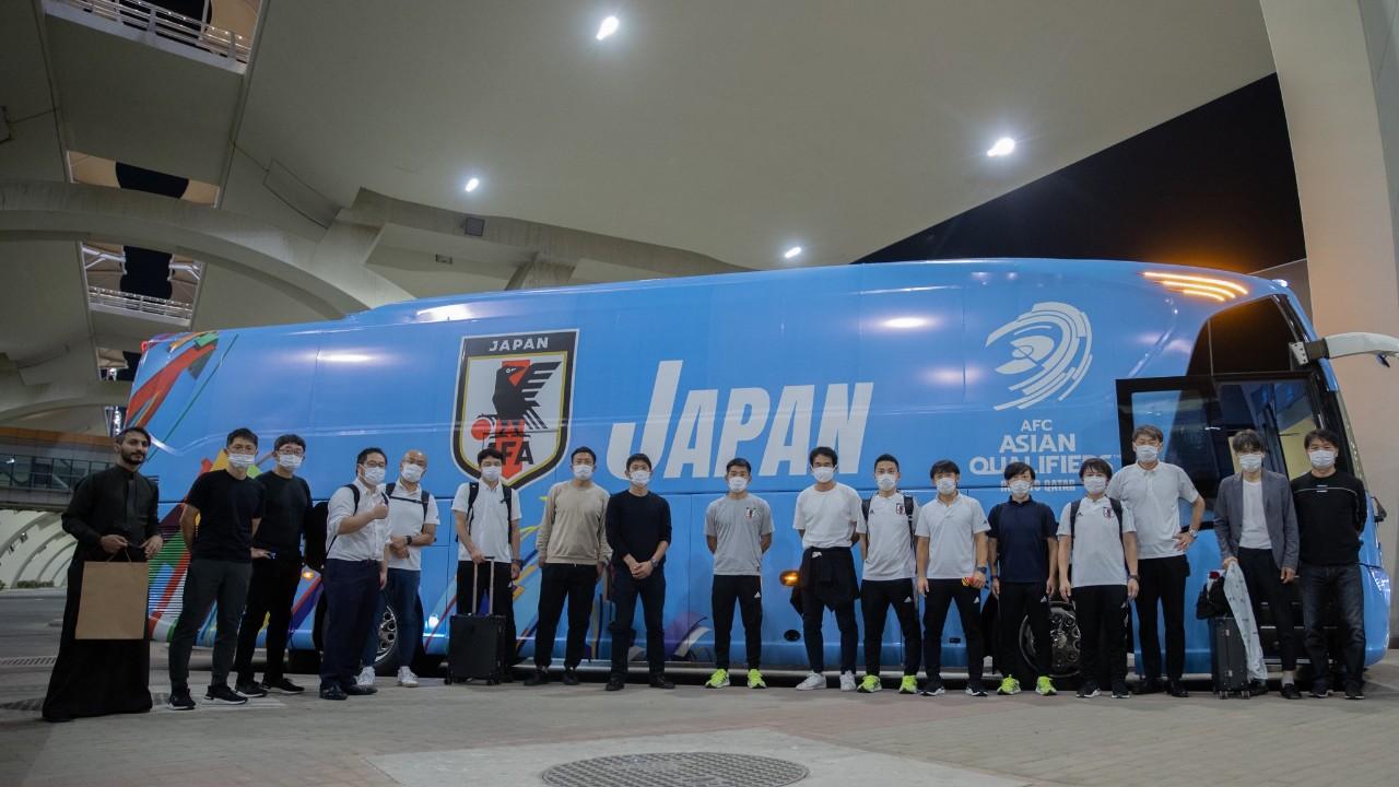 بالصور.. بعثة المنتخب الياباني تصل إلى جدة لمواجهة الأخضر