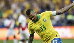 برشلونة يحدد موقفه من عودة البرازيلي داني ألفيس
