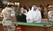بالفيديو .. لحظة تكريم الأمير عبدالعزيز بن فهد ضمن المتطوعين في حرب الخليج