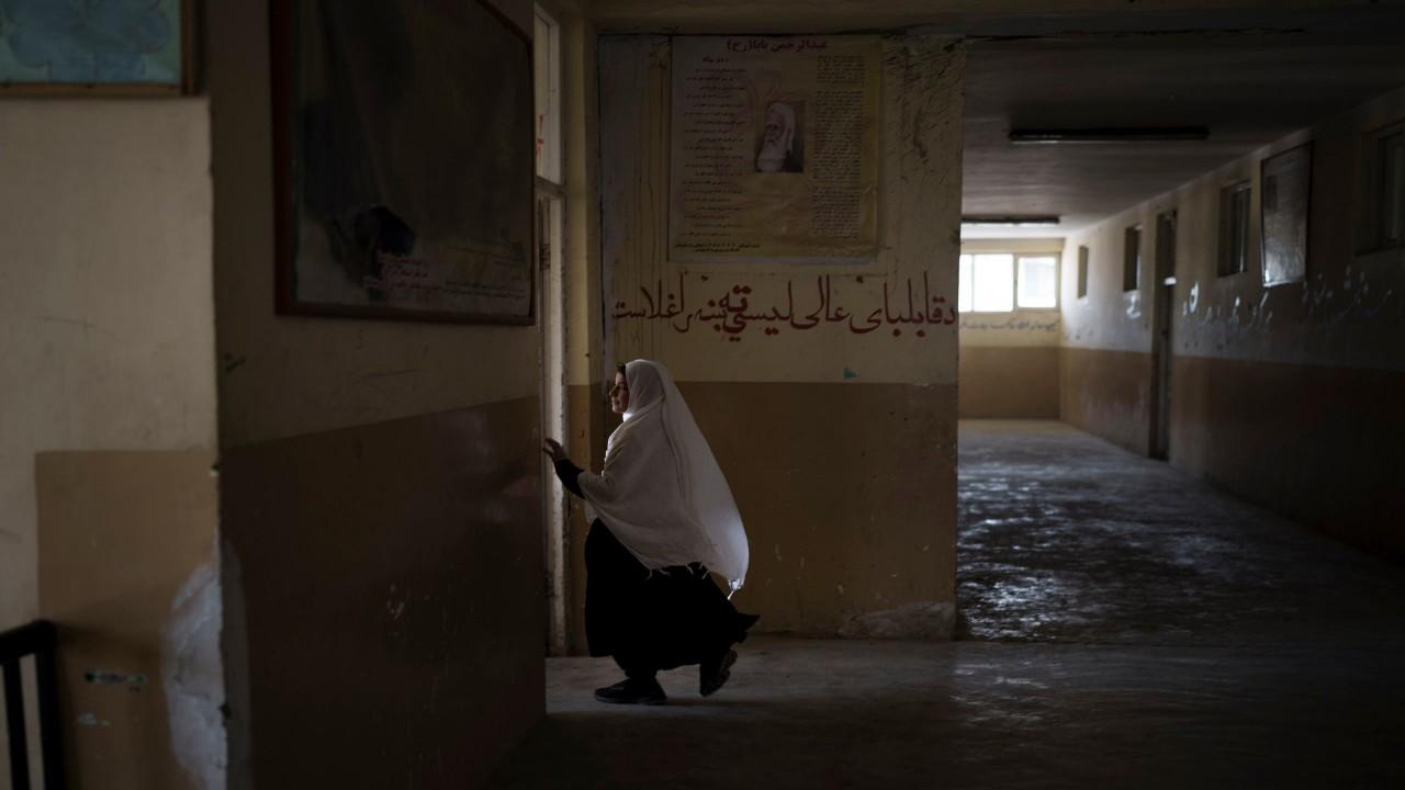 طالبان تسمح للفتيات بالعودة للمدارس باستثناء كابل