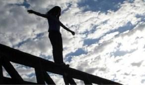 فتاة تحاول الانتحار من أعلى جسر بمصر
