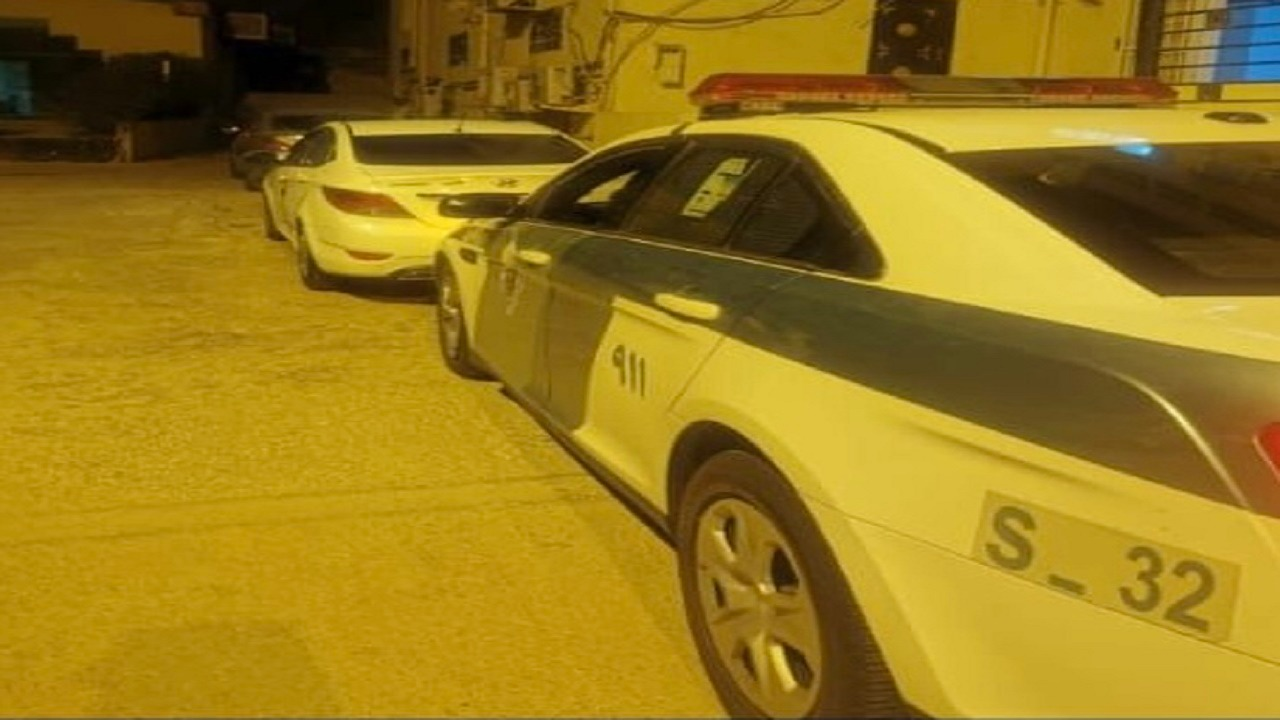 القبض على سائق صدم مركبة متوقفة في أحد المناطق