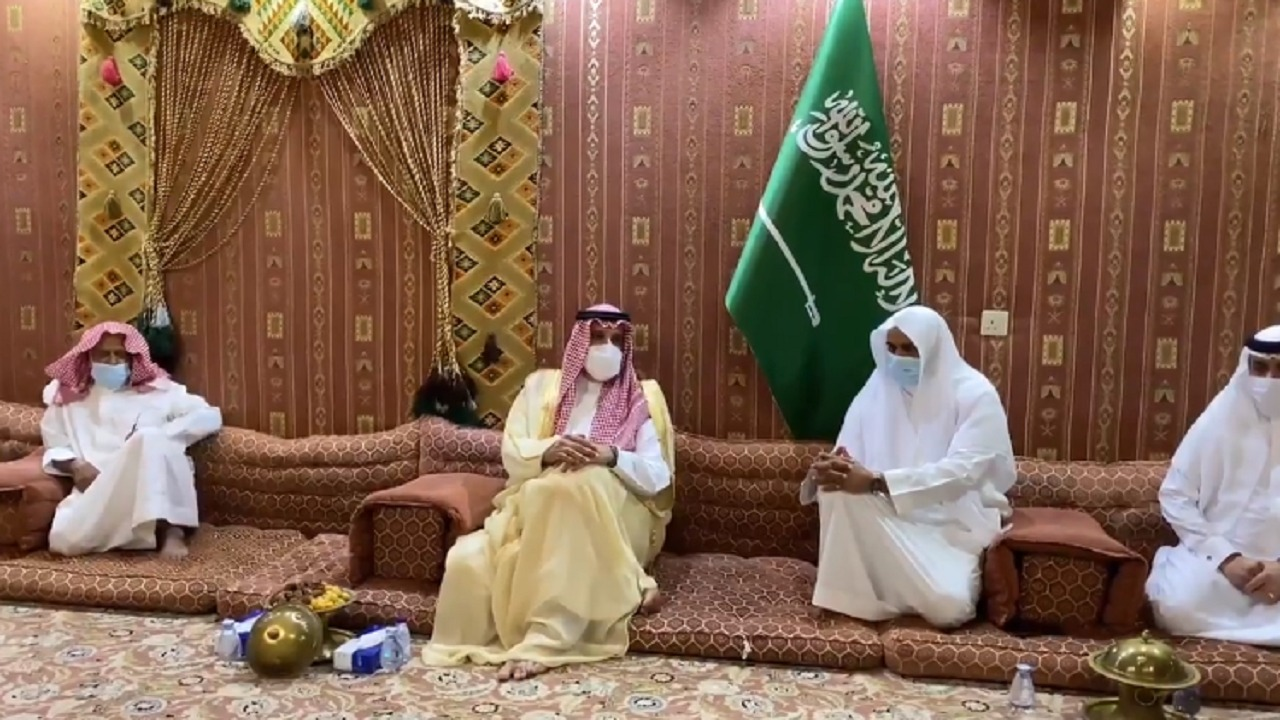 فيديو..أمير المدينة المنورة يعزي أسر المتوفين في حادث طريق علي بن أبي طالب