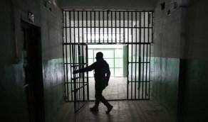 تعذيب معتقل وحقنه بمادة كيميائية في إيران