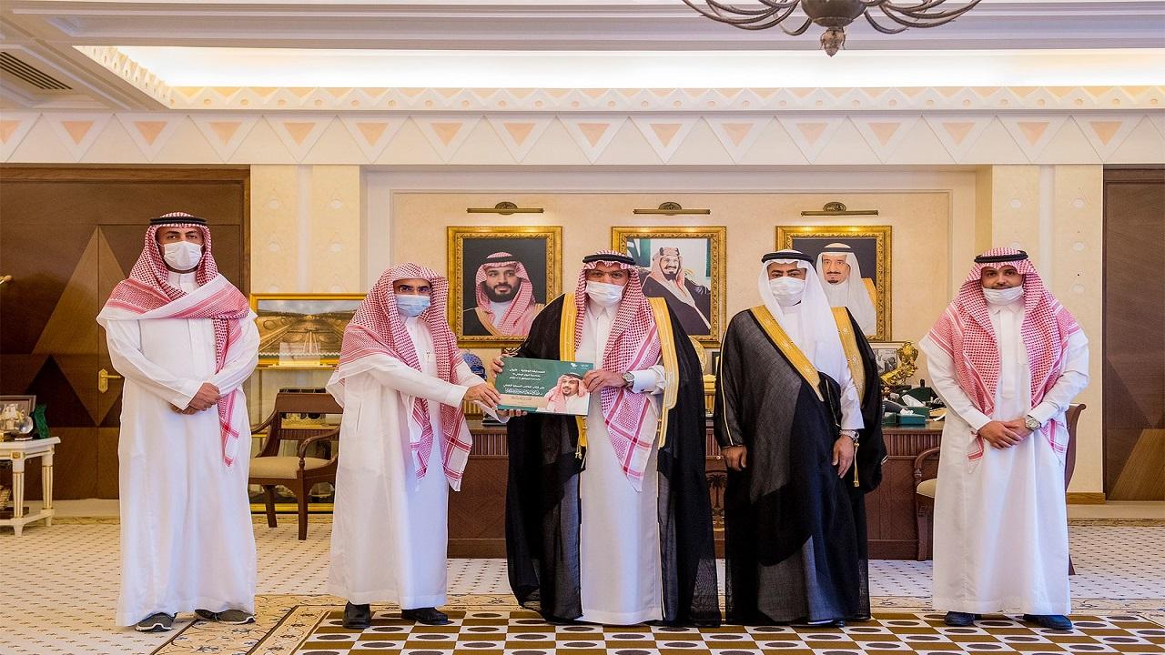 أمير القصيم يكرّم الفائزين بمسابقة مؤلفه الملك عبدالعزيز - رحمه الله
