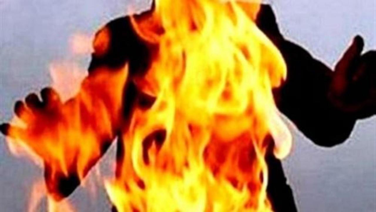 زوجة تحرق زوجها أثناء نومه مع عائلته