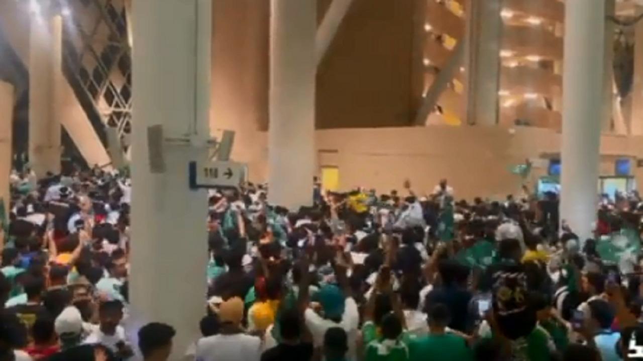 بالفيديو .. فرحة كبيرة من الجماهير بعد فوز الأخضر على الصين