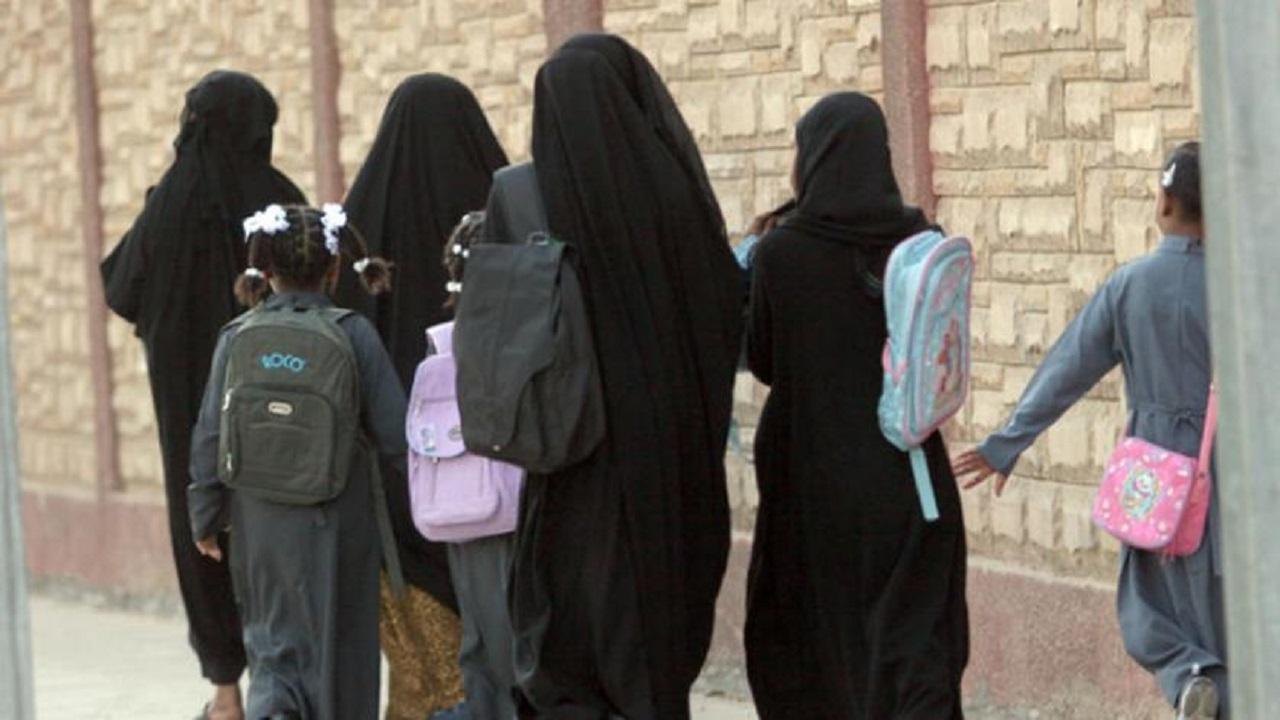 مدرسة ثانوية تمنع دخول الطالبات المتأخرات بأبها