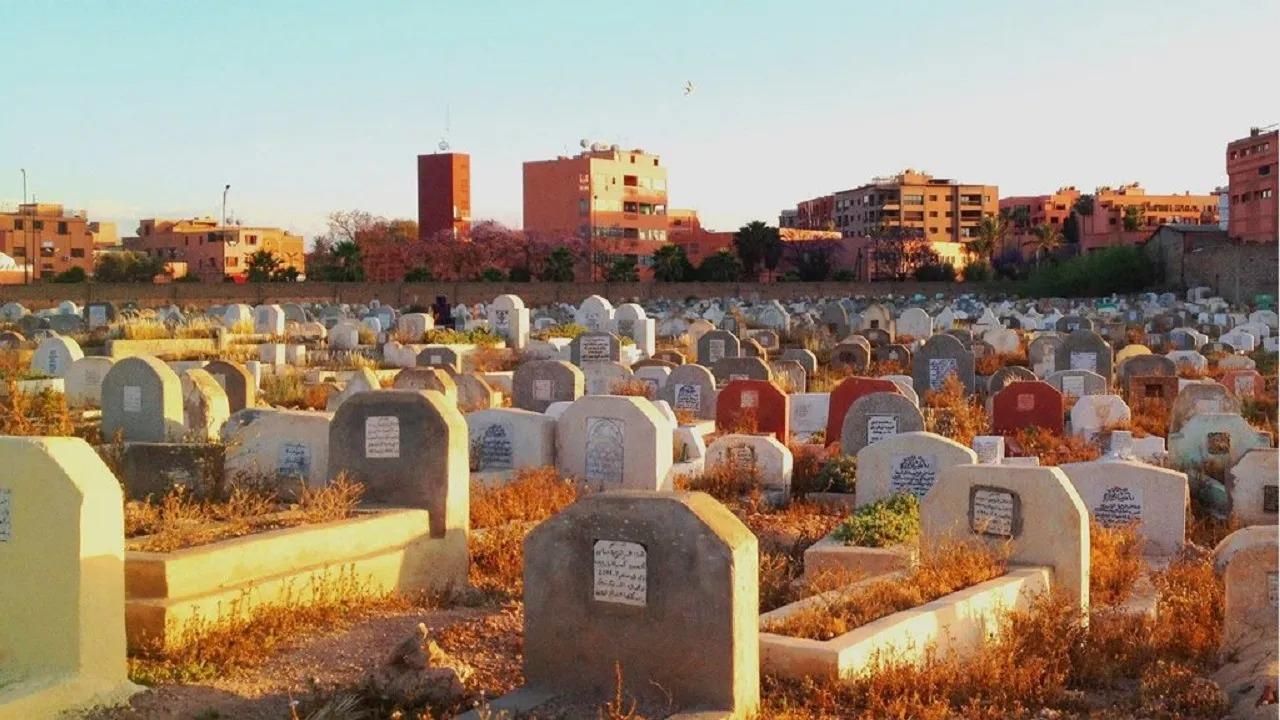 جدل في مصر بعد هدم مقابر وتناثر الجثث في الشوارع!
