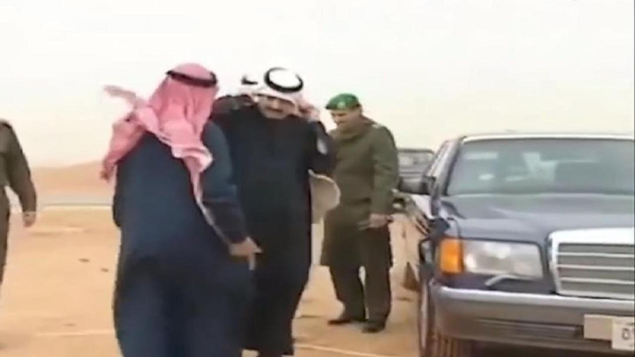 فيديو نادر يجمع الملك فهد بالملك سلمان في رحلة برية للمقناص