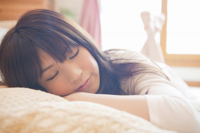 「ベッド 寝る」の画像検索結果