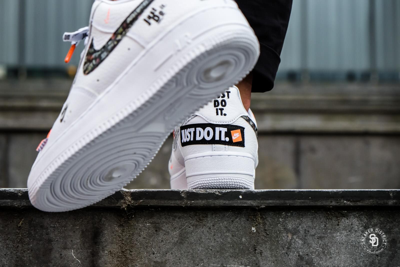 It Just Black Do White And Nike Logo