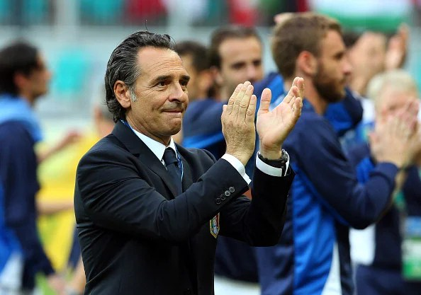 Cesare Prandelli head coach of Italy applauds at the end of the FIFA Confederations Cup Brazil 2013 3rd Place match between Uruguay and Italy at Estadio Octavio Mangabeira (Arena Fonte Nova Salvador) on June 30, 2013 in Salvador, Brazil.  (Photo by Miguel Tovar/Getty Images)