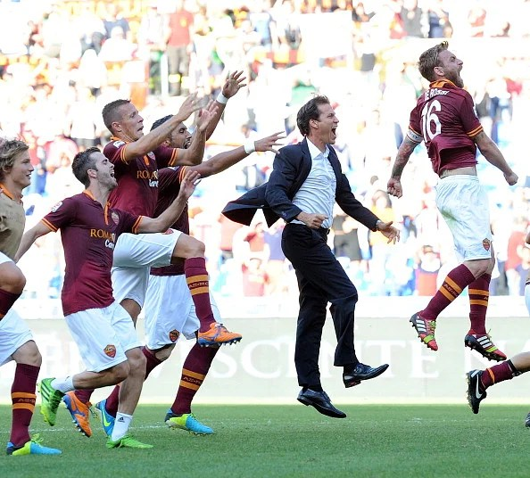 Manager Rudi Garcia (C) and Daniele De Rossi (R) of AS Roma celebrate the victory after the Serie A match against SS Lazio at Stadio Olimpico on September 22, 2013 in Rome, Italy.  (Getty Images)