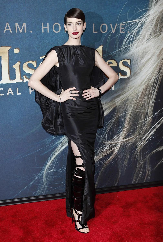 Look no underwear Anne Hathaway is devastated by wardrobe malfunction  Celebrity News