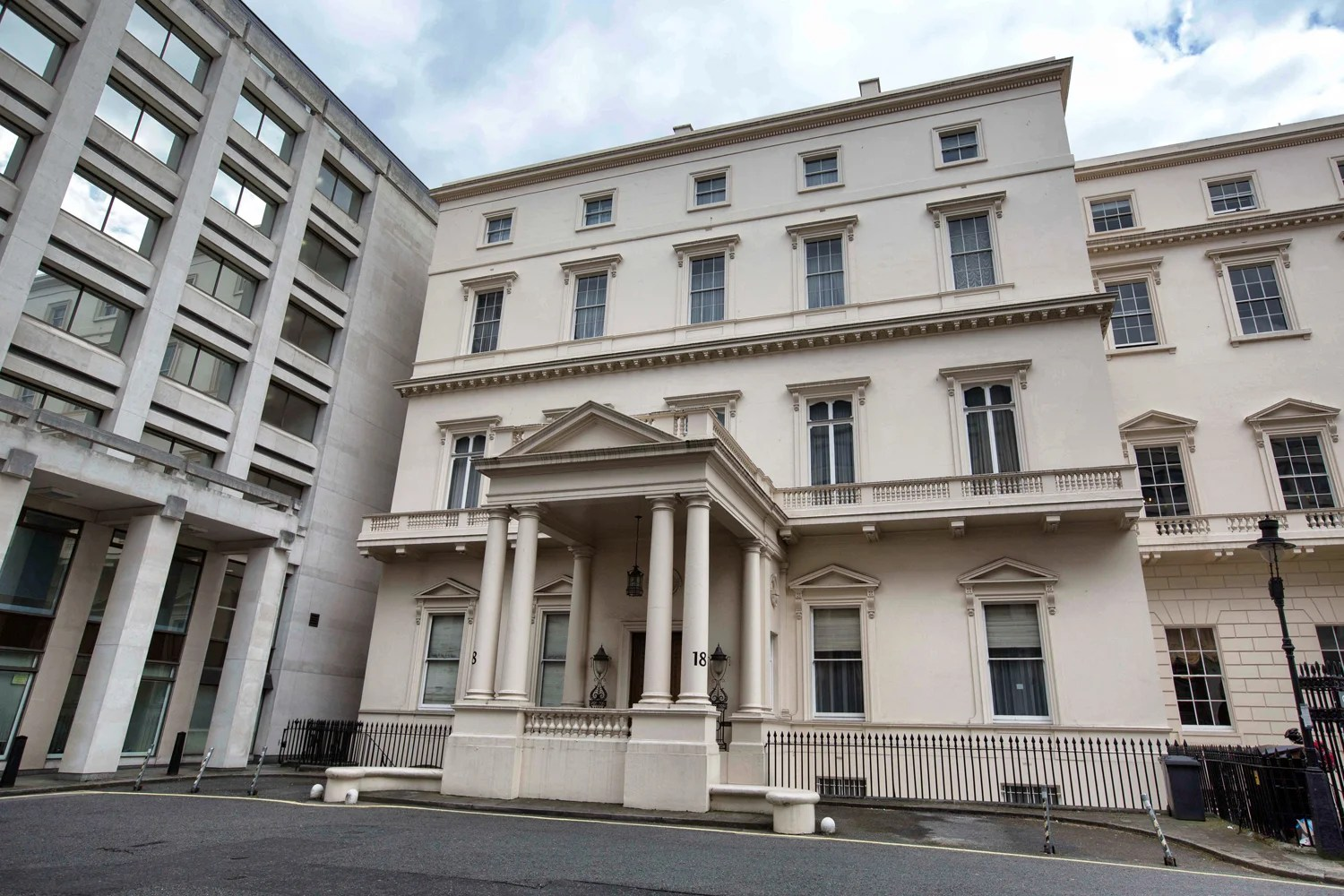 The 250m home next to the Queen London property smashes
