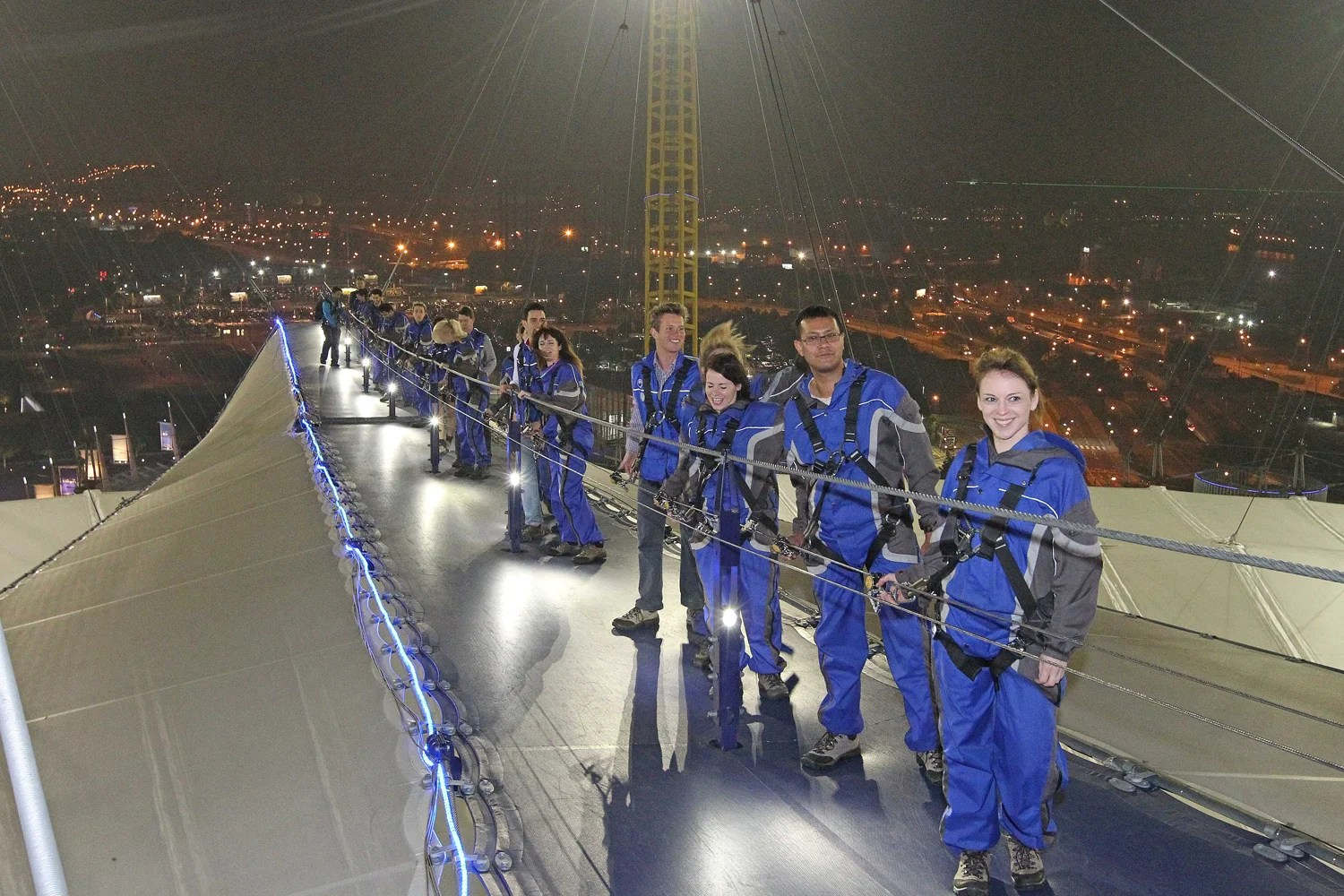 The height of romance Singletons scale the O2 for date night with a difference  London Evening
