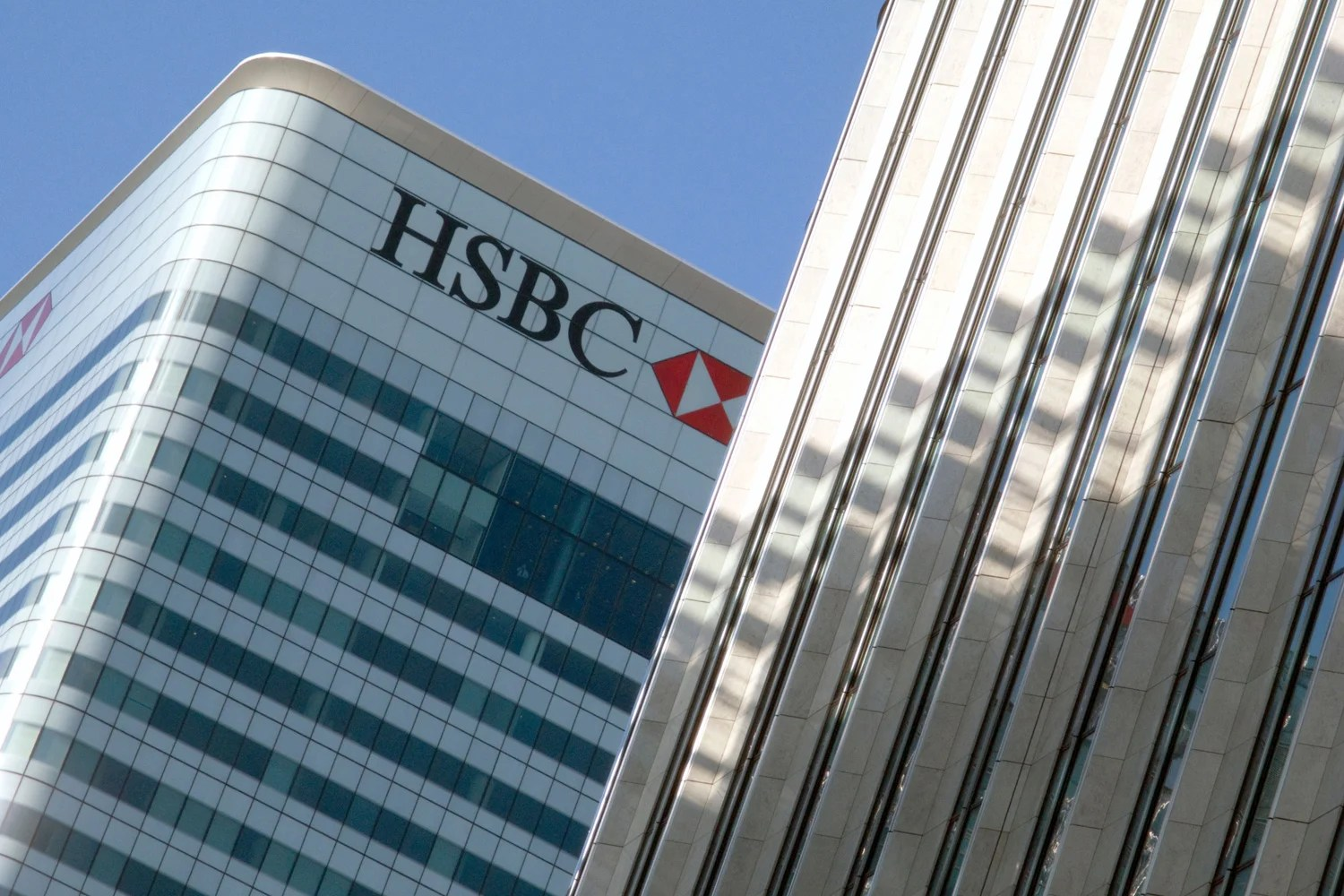 Hsbc S Canary Wharf Block On Sale For Record 1 1bn London