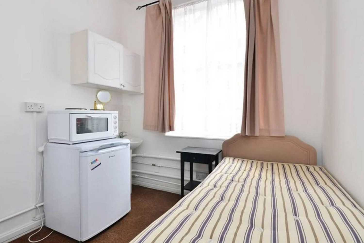 Tiny flat in exclusive London postcode is small enough to