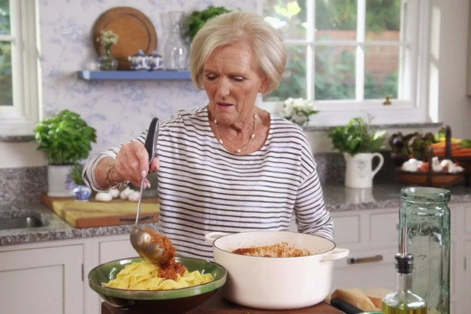 Mary Berry faces backlash over bizarre spaghetti bolognese