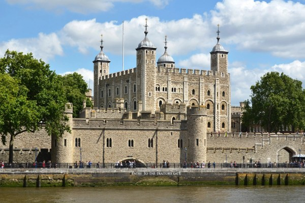 'couple Kicked Of Wedding Tower London