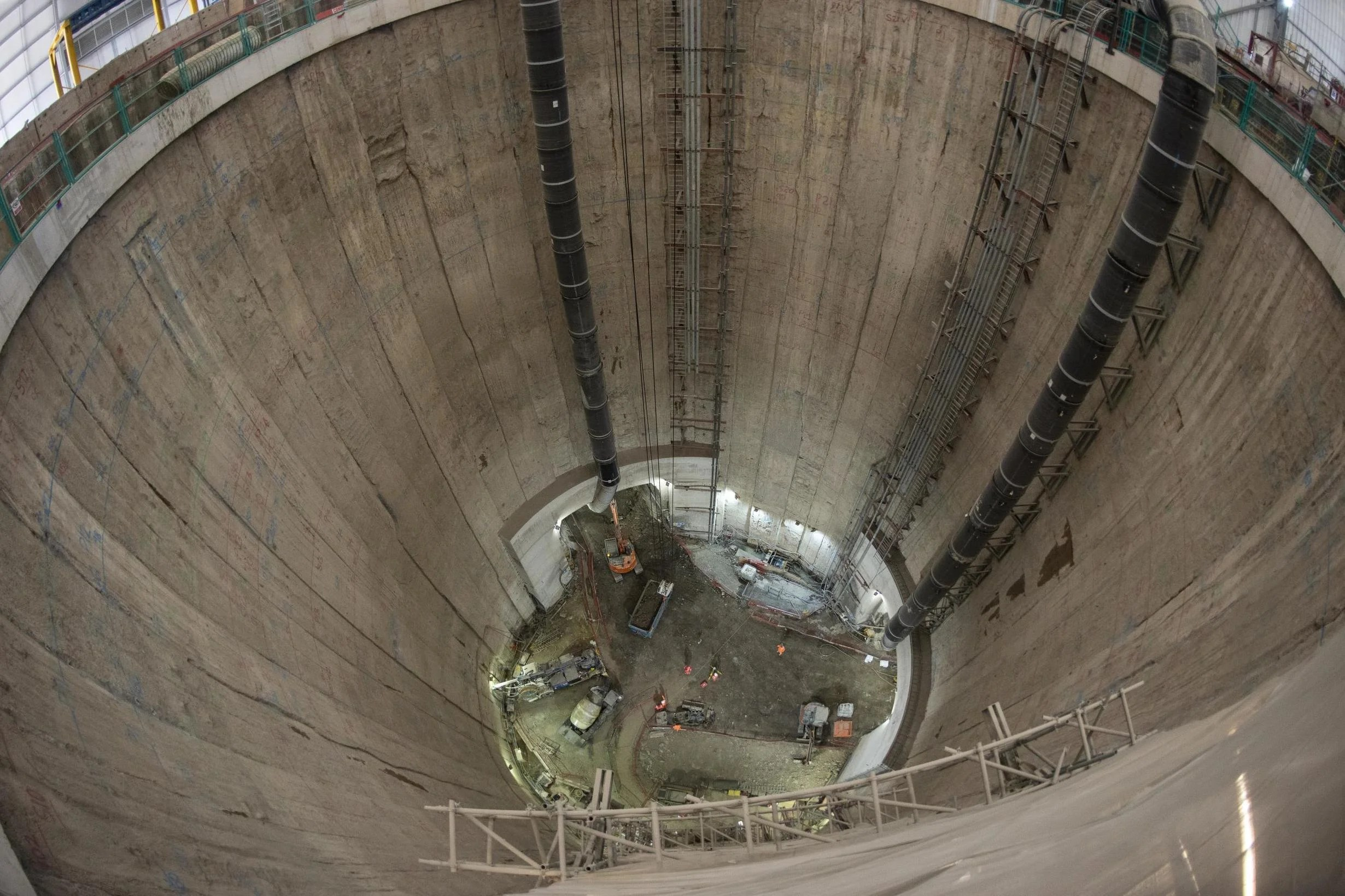 Crater the size of St Pauls kicks off Londons 42 billion supersewer project  London
