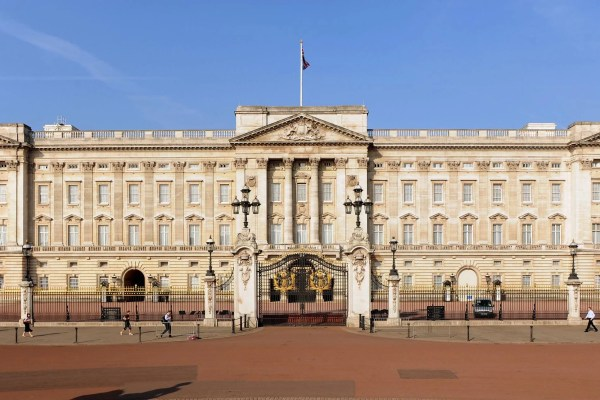 Man 'armed With Taser' Arrested Buckingham Palace