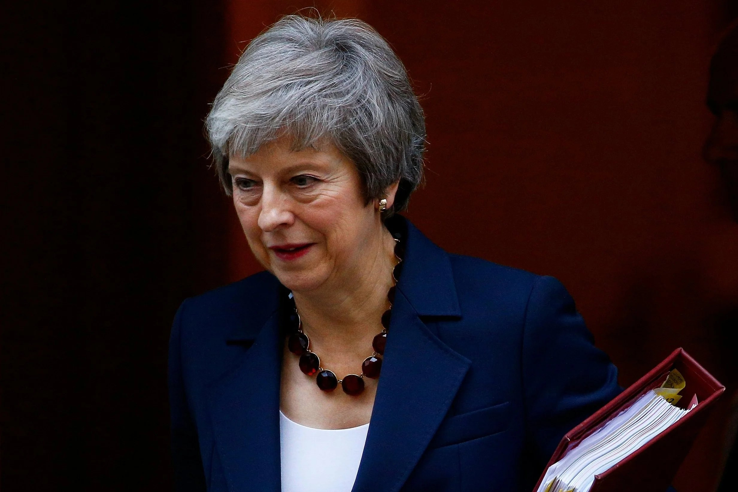 Theresa May faces ministers in marathon Brexit deal